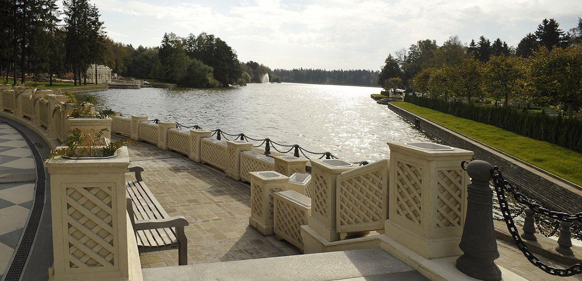 Ухоженная набережная озера КП Довиль
