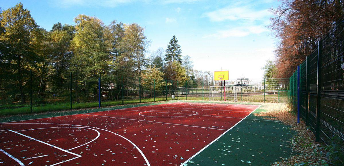 Спортивная площадка коттеджного поселка Довиль