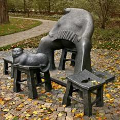 Скульптура из метала в поселке Довиль