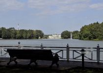 Любуйтесь озером поселка Довиль